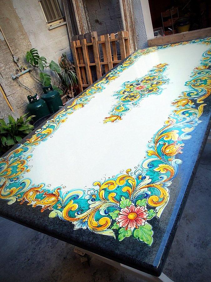 Tavoli In Pietra Lavica Prezzi.Tavoli In Pietra Lavica Decorati Terredelgentile