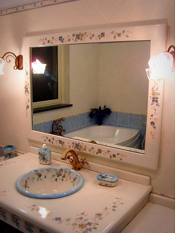 Bagni con ceramiche artistiche artigianali creart ceramiche for Maioliche bagno