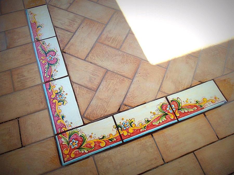 Piastrelle decorate a mano rivestimenti e complementi di arredo