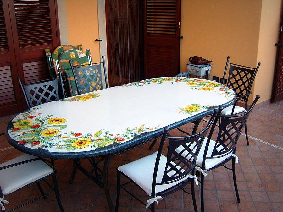 Tavoli Da Giardino In Pietra Lavica.Tavoli In Pietra Lavica Smaltati Creart Ceramiche